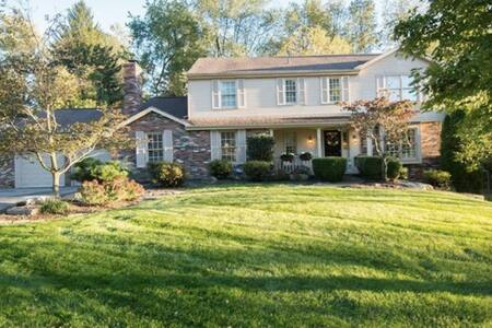 Suburban Luxury just 20 minutes from Downtown - Canonsburg - Casa