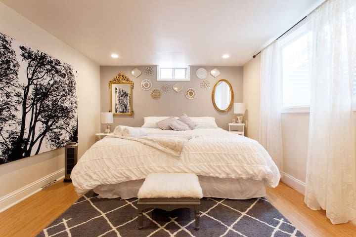 ✧ Chic Suite in Central PDX w/ Comfy King Bed ✧