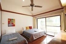 Tangerine (bedroom 02) - 3 people, desk, closet.
