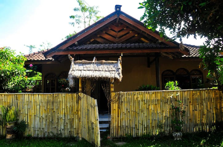 Cendrawasih Bungalows - Family Bungalow - East Lombok Regency - Byt