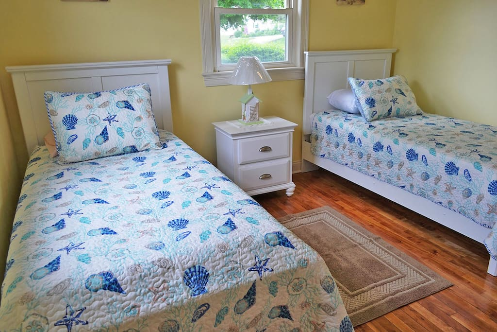 Good Harbor Escape-Two twin beds.