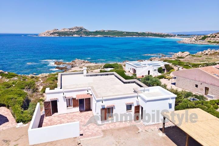 Villa fronte mare a 70 m dalla spiaggia