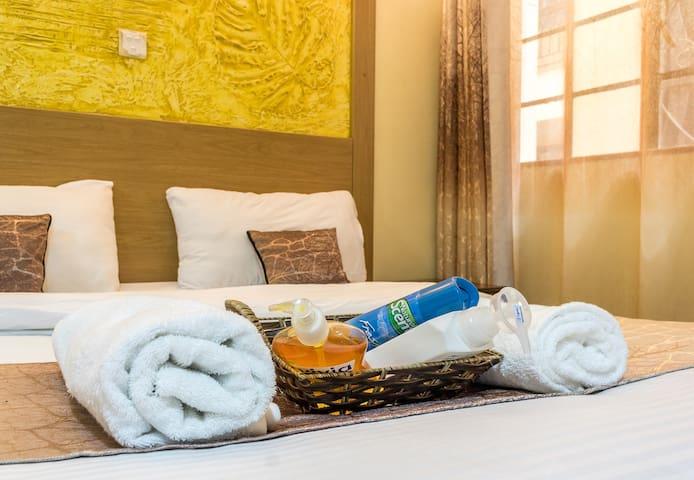 Kasri Gold @Mvuli. Cozy. Kingbed. wifi. furnished