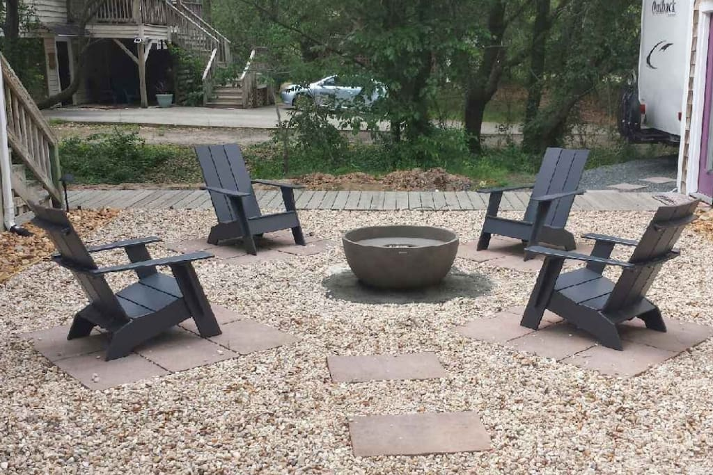 NEW in 2017 courtyard with gas firepit and chairs!