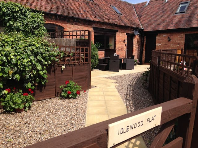 Warwick Self Catering Barn Sleeps up to 8