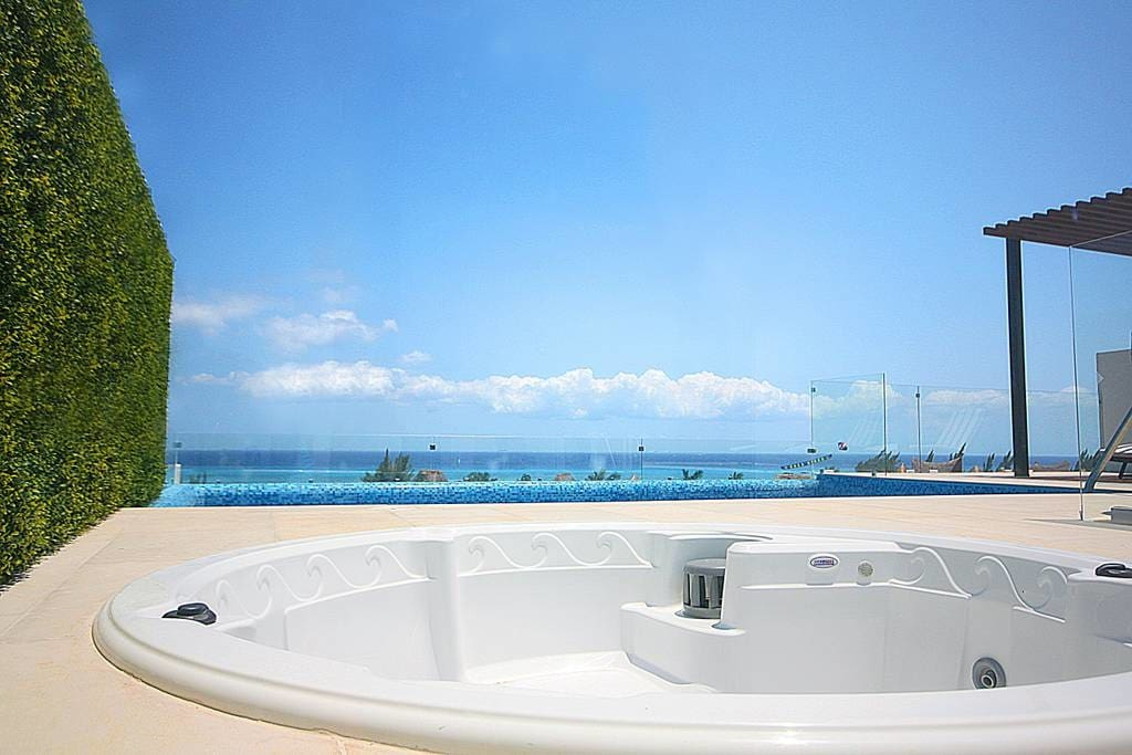 Jacuzzi on the rooftop