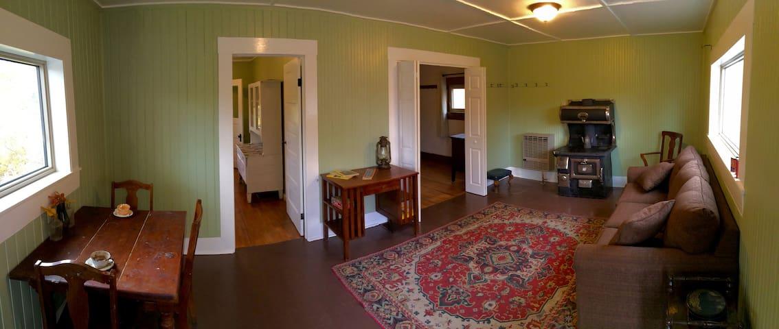 Shushanna Guesthouse - Spruce Moose