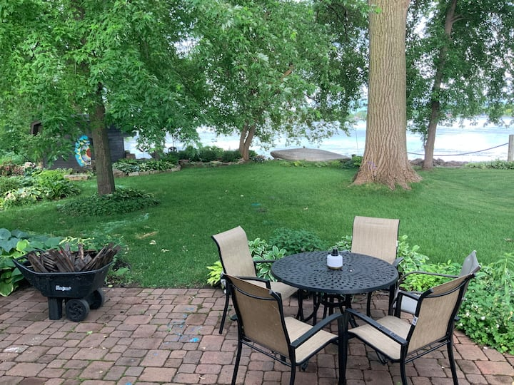 Beautiful 3 Bedroom Cabin on Lake Winnebago