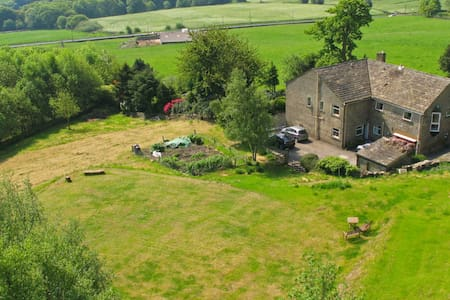 Luxury converted barn in scenic Greetland