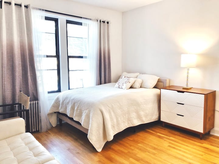 HUGE furnished bedroom 1 block to Prospect Park