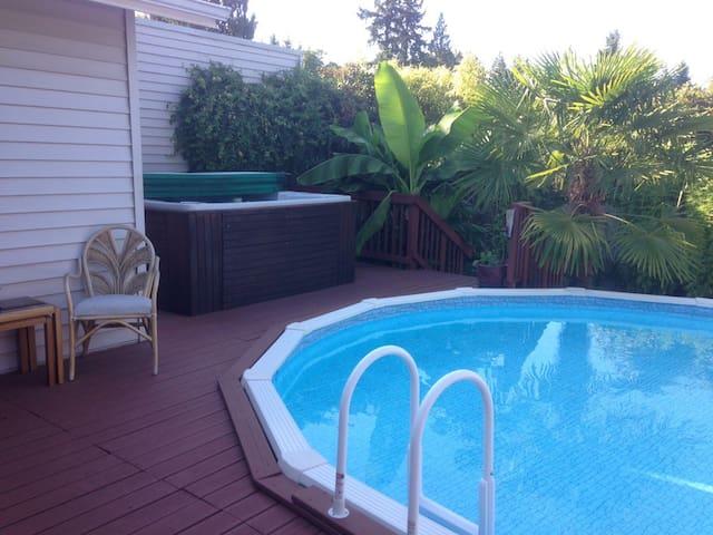 Pool 'N Hot Tub House