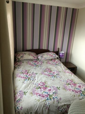 Double bedroom and bathroom - Stanway - House