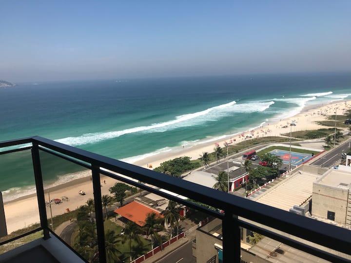 Apartamento luxuoso na Barra em frente a praia
