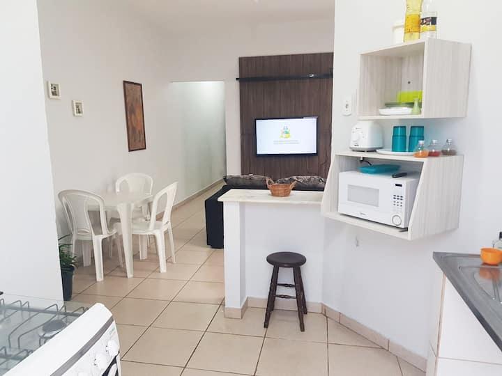Casa 2 no centro: quarto c/ ar, sala+cozinha, wifi