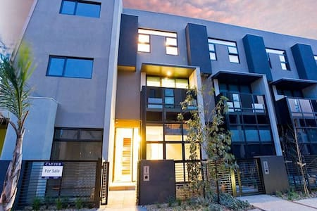 Awesome Location, Modern 1 Bedroom & own ensuite - South Melbourne - Stadswoning