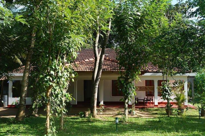 LITTLE WHITE HOUSE - Kandy - Haus