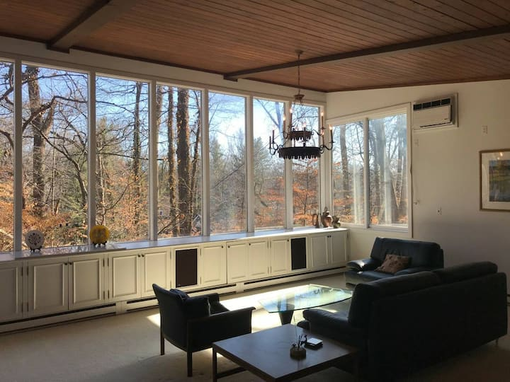 Stunning Glen Echo, Bethesda home in the trees
