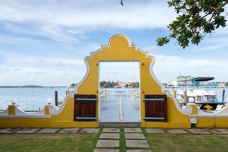 Museum Room at The Waterfront Granery - Kochi - Bed & Breakfast