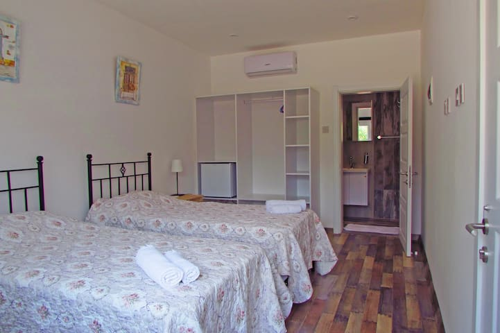 Traditional & Comfortable rooms.