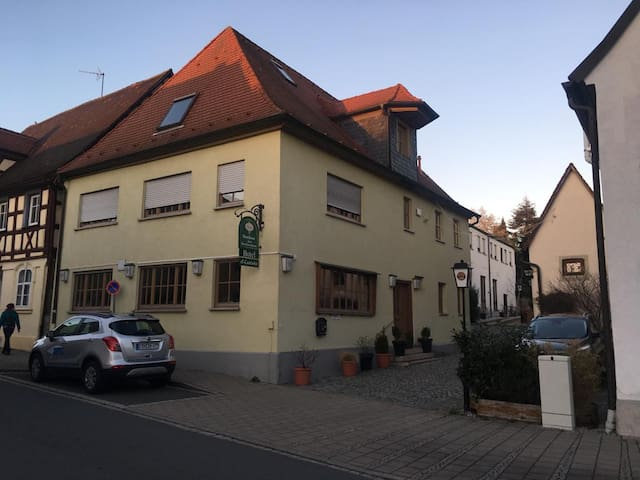 Bed & Breakfast(14)EZ/DZ Herzogenaurach el-castanò