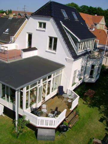 Familievenlig villa på Faaborgs bedste placering.