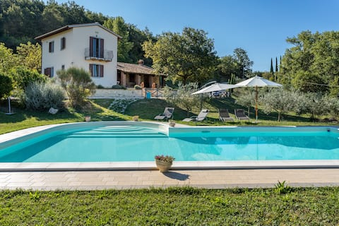 Todi: Restored Villa in wild nature