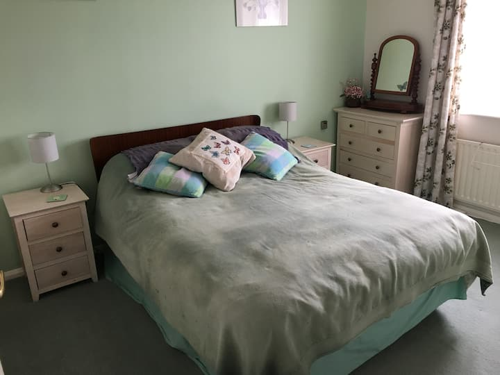 Bright double room in a home from home environment