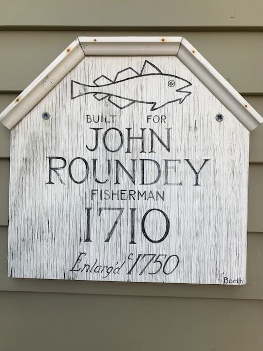 Marblehead sign indicating initial  ownership and date built