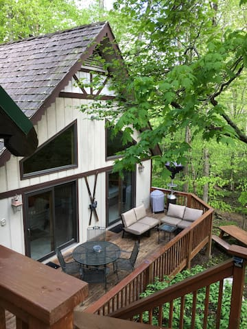 Cabin HOT TUB APRIL DEAL Creekside 2 bdrm - Beech Mountain - บ้าน