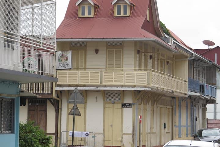 Location saisonnière de maison créole cayennaise