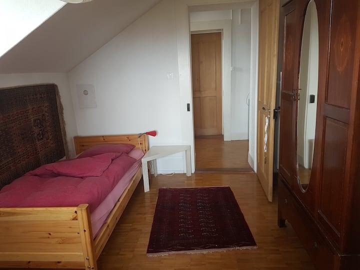 Dans ancienne villa 1 chambre disponibles