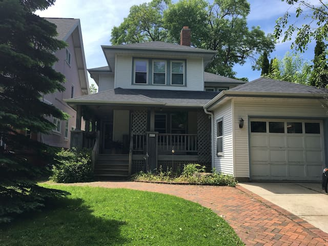 Shorewood home by lake, close 2 downtown Milwaukee
