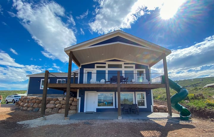 The Perfect Escape on Sweetwater Hill with amazing view and pass to Ideal Beach!