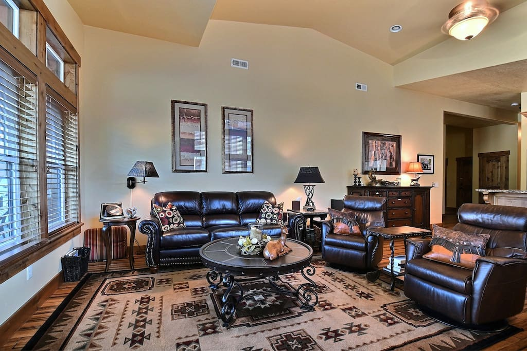 Spectacular main living area has 14' vaulted ceilings and comfortable leather seating including two recliners