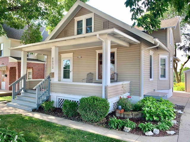 Benson Charm – One of the Top Airbnbs in Omaha