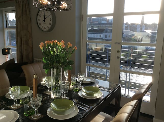 City centre 3 Bed Duplex on the River Liffey