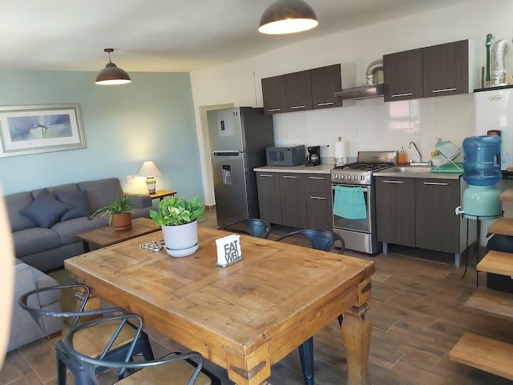 Habitación compartida con acceso a cocineta sala