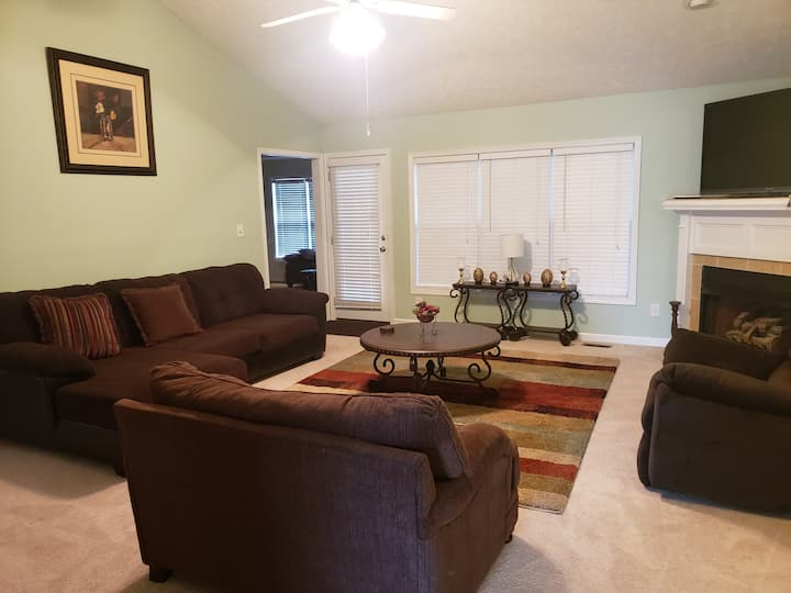 4 BR/3 Bath, Pet Friendly, Jack Britt School