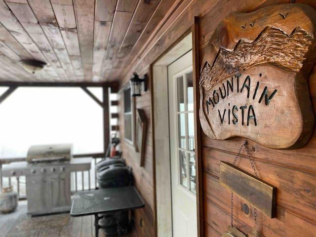 Log home with 50 mile view-Poconos!