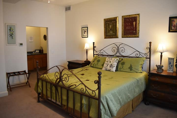 Hermann Crown's Winery Suite, Amenities Galore!