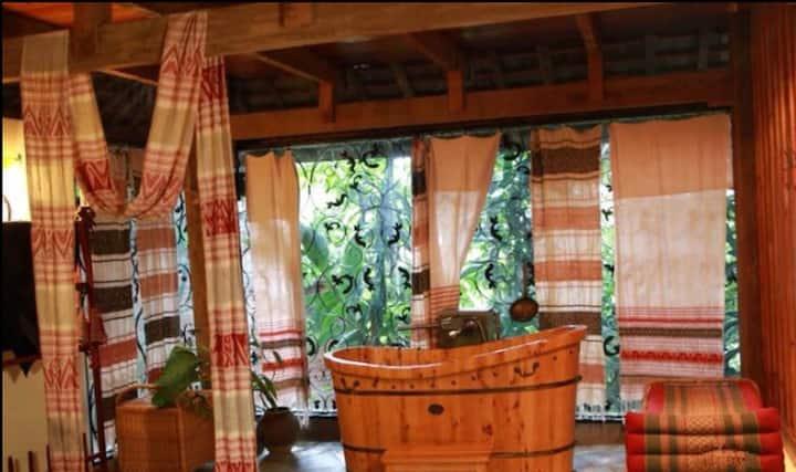 悠然台庄园,瑞士外交官,澜沧江边25亩热带雨林,5间傣式吊脚楼 — 董总楼