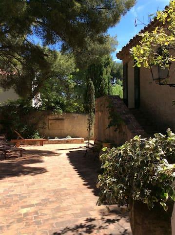 Presqu'île de Cassis, Maison provençale ancienne