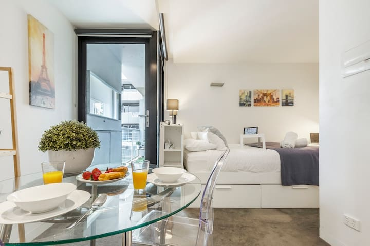 Little Paris - comfortable bed and rooftop pool