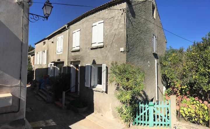 Maison de village en Corse, entre mer & montagne.