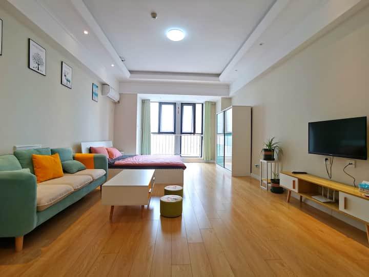 【好马公寓】五彩缤纷小清新 精致大床房 万达广场公寓 智能门锁 自助入住