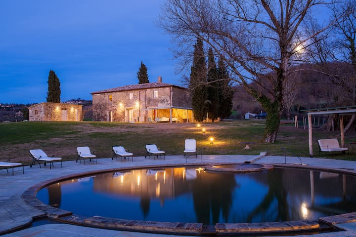 Podere La Piscina Elegant rooms and thermal water