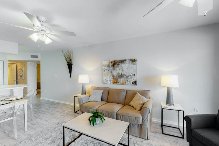 5th floor condo w/ private balcony and fireplace w/ beach access!