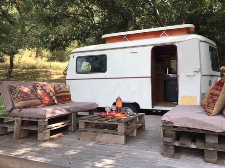 """Caravan """"vintage""""in a big property"""