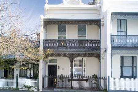 Inner City Sanctuary - West Melbourne - Townhouse