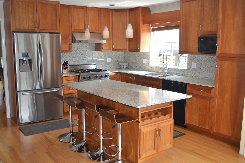 Gourmet kitchen, professional range, new granite.